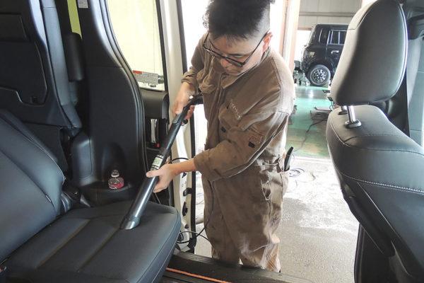 車内清掃_トルネードバキューム