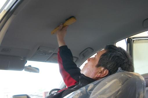 車内清掃 天井クリーニング