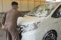 手洗い洗車 人の手で洗車
