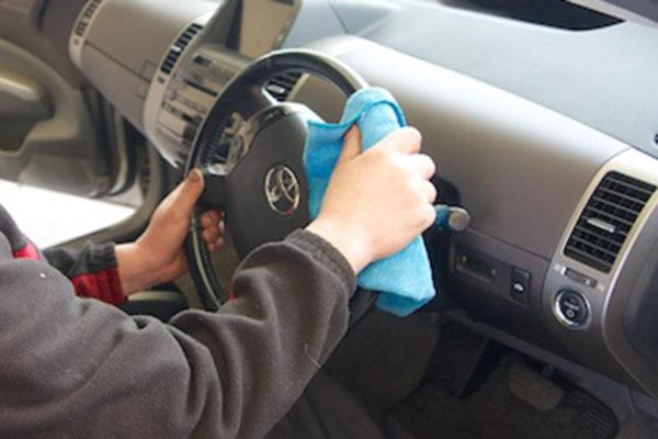 車内清掃_拭き上げ